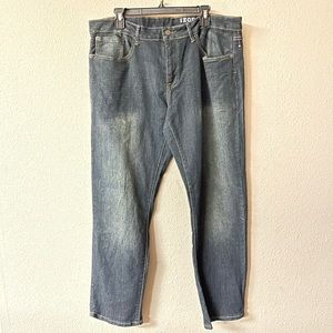 IZOD - slim straight 36x30 jeans